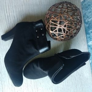 Aerosoles roleagain black ankle boots.